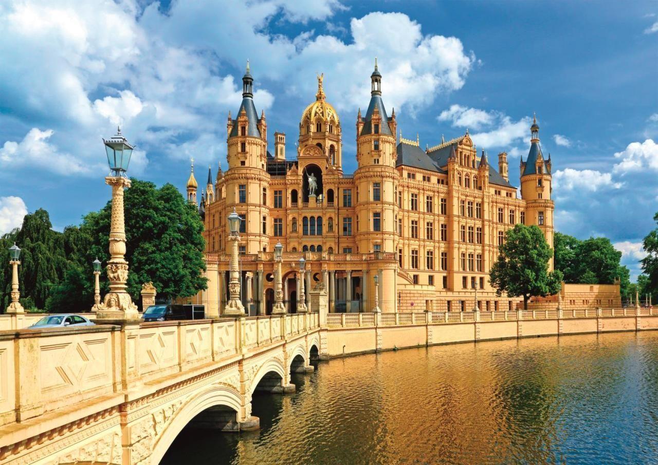 Trefl Puzzle Schwerin Palace, Germany 1000 Parça