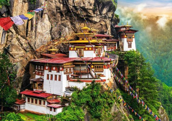 Trefl Puzzle Tiger\'s Nest, Bhutan 2000 Parça